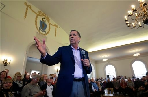 Republican presidential candidate, Ohio Gov. John Kasich, center, holds a town hall campaign event, Monday, Feb. 29, 2016, in Plymouth, Mass. (AP Photo/Steven Senne)