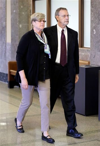 Paula and Steven Andrews, the parents of sportscaster and television host Erin Andrews, walk to the courtroom Monday, March 7, 2016, in Nashville, Tenn. Erin Andrews' $75 million lawsuit against the franchise owner and manager of a luxury hotel and a man