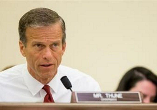 The proposal is part of an airline policy bill sponsored by Thune and Nelson. It would extend the operating authority of the Federal Aviation Administration through Oct. 1, 2017. That authority is due to expire on March 31. (AP Photo/Andrew Harnik, File)