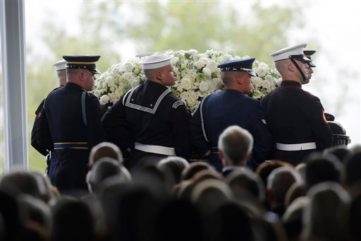 Pallbearers carry the casket of former First Lady Nancy Reagan during her funeral service at the Ronald Reagan Presidential Library, Friday, March 11, 2016 in Simi Valley, Calif. (Irfan Khan/Los Angeles Times via AP)