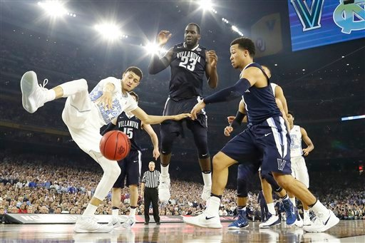 Villanova guard Jalen Brunson (1) and North Carolina forward Justin Jackson (44) chase a loose ball during the second half of the NCAA Final Four tournament college basketball championship game Monday, April 4, 2016, in Houston. (AP Photo/David J. Phillip