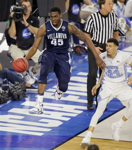 Villanova forward Darryl Reynolds (45) moves the ball as North Carolina forward Justin Jackson (44) looks on during the second half of the NCAA Final Four tournament college basketball championship game Monday, April 4, 2016, in Houston. (AP Photo/Charlie