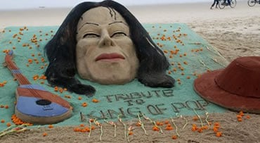 "Sand sculptures of Michael Jackson, a guitar and his fedora hat, made by Sudarshan Pattnaik are seen at the golden sea beach for the fans to pay floral tribute to the ""King of Pop"" at Puri, India, Friday, June 26, 2009. The 50-year-old musical superstar d"