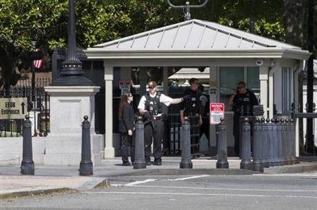 A Secret Service Police Officer works outside of the guard entrance on 17th St Northwest near the White House in Washington, Friday, May 20, 2016, after the White House was placed on a security alert after a shooting on a street outside. (AP Photo/Jacquel