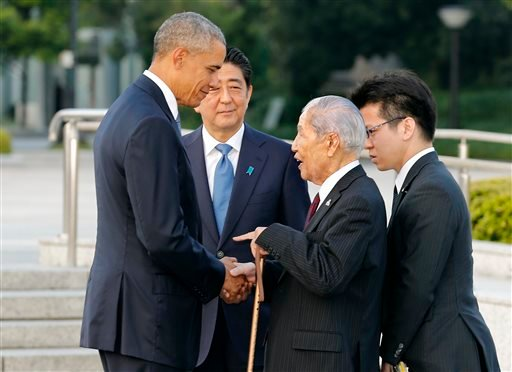 U.S. President Barack Obama, left, shakes hands and chats with Sunao Tsuboi, second right, a survivor of the 1945 atomic bombing and chairman of the Hiroshima Prefectural Confederation of A-bomb Sufferers Organization (HPCASO).