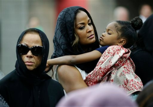 Muhammad Ali's wife Lonnie and her daughter Laila attend Muhammad Ali's Jenazah, a traditional Islamic Muslim service, in Freedom Hall, Thursday, June 9, 2016, in Louisville, Ky. Laila is holding her daughter Sydney Jurldine Conway. (AP Photo/David Goldma