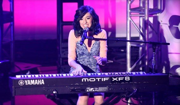 Christina Grimmie performs at What's Trending's Fourth Annual Tubeathon Benefitting American Red Cross on April 20, 2016 in Burbank, California.  VIVIEN KILLILEA, GETTY IMAGES FOR IHEARTMEDIA