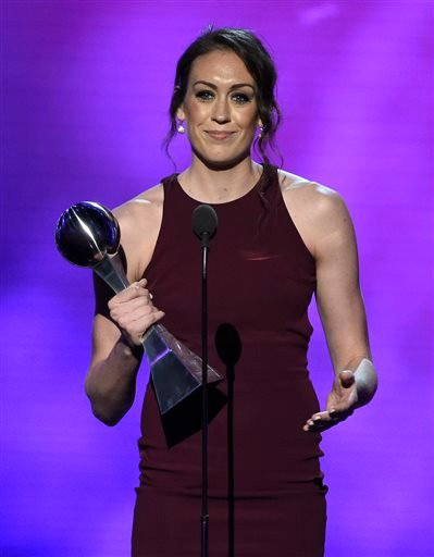 WNBA basketball player Breanna Stuart, of the Seattle Storm, accepts the best female athlete award at the ESPY Awards at the Microsoft Theater on Wednesday, July 13, 2016, in Los Angeles. (Photo by Chris Pizzello/Invision/AP)