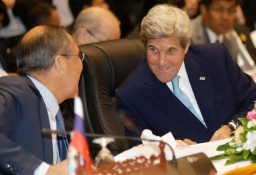 Russia's Foreign Minister Sergey Lavrov, left, talks with U.S. Secretary of State John Kerry during the 6th East Asia Summit Foreign Minister's meeting in Vientiane, Laos, Tuesday, July 26, 2016. (AP photo/Sakchai Lalit)