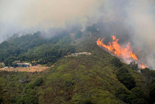 A wildfire burns in the Palo Colorado Canyon in the scenic Big Sur region of California's Central Coast, Monday, July 25, 2016. Fire crews have made some gains against a massive wildfire burning in rugged terrain near the scenic Big Sur region. (David Roy
