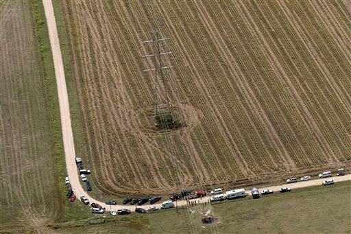 """In this aerial photo authorities investigate after a hot air balloon caught on fire and crashed in in Central Texas near Lockhart, Texas, Saturday, July 30, 2016, causing what authorities described as a """"significant loss of life."""" (Rodolfo Gonzalez/Austin"""