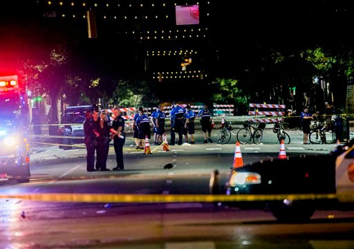 Police work the scene after gunshots rang out in downtown Austin, Texas, just as the bars were emptying early Sunday, July 31, 2016, leaving one woman dead and several others wounded, and police searching for a suspect. (Ricardo B.Brazziell/Austin America