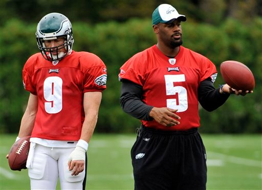 FILE PHOTO: Philadelphia Eagles quarterbacks Jeff Garcia (9) and Donovan McNabb look on during practice at the team's NFL football training facility in Philadelphia, Wednesday, Sept. 16, 2009.