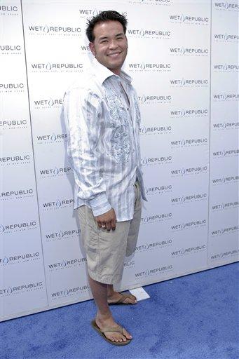 "Jon Gosselin of TLC's reality show ""Jon and Kate Plus Eight"" arrives at MGM's Wet Republic in Las Vegas Saturday, Aug. 29, 2009. (AP Photo / Alaric Lambert)"