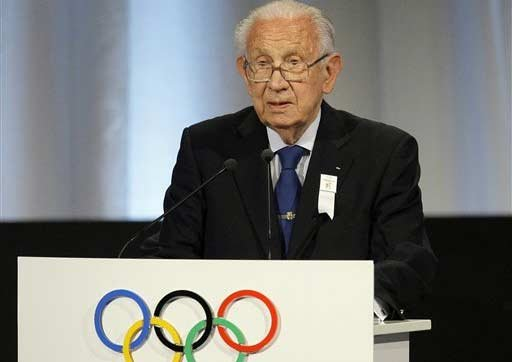 Juan Antonio Samaranch, the former IOC president, speaks during the Madrid 2016 bid presentation during the 121st International Olympic Committee session at the Bella Center in Copenhagen, Friday, Oct. 2, 2009.