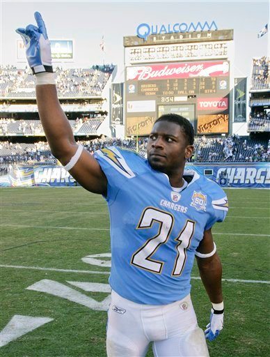 San Diego Chargers running back LaDainian Tomlinson waves to the crowd as he leaves the field after an NFL football game against the Oakland Raiders Sunday, Nov. 1, 2009 in San Diego. (AP Photo/Denis Poroy)