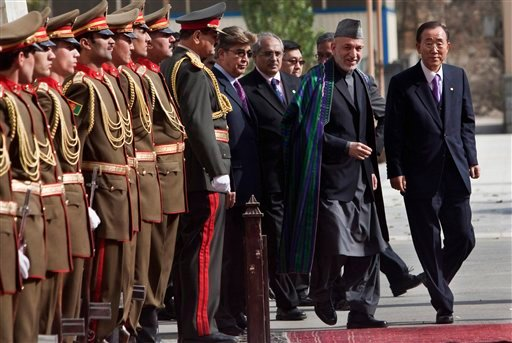 Afghan President Hamid Karzai, second right, inspects with U.N. Secretary-General Ban Ki-moon, right, an honor guard in Kabul, Afghanistan, Monday, Nov. 2, 2009. (AP Photo/Ahmad Masood, Pool)