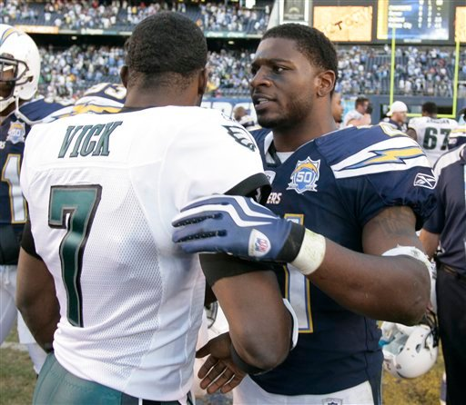 San Diego Chargers' LaDainian Tomlinson speaks with Philadelphia Eagles' Michael Vick following the Chargers' 31-23 victory in a NFL football game Sunday Nov. 15, 2009 in San Diego. (AP Photo/Denis Poroy)