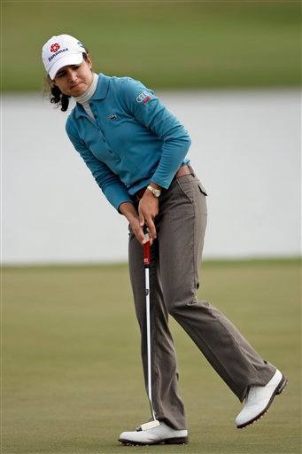 Lorena Ochoa, of Mexico, reacts as she misses a birdie putt on the 15th green during the first round of the LPGA Tour Championship golf tournament Thursday, Nov. 19, 2009 in Richmond, Texas. (AP Photo/David J. Phillip)