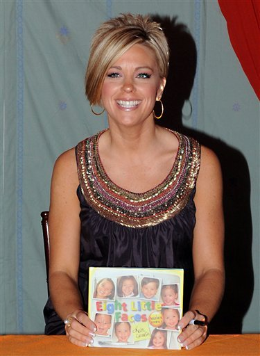 "Kate Gosselin speaks at the Women's Conference 2009 ""Night at the Village,"" at The Long Beach Convention Center on Monday Oct. 26, 2009, in Long Beach, Calif. Reality TV dad Jon Gosselin says he's returned $180,000 to a joint account he shares with his es"