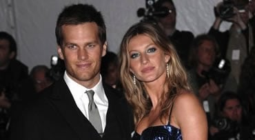 FILE - This is a May 4, 2009, file photo showing New England Patriots' Tom Brady and his wife, model Gisele Bundchen arriving at the Metropolitan Museum of Art's Costume Institute Gala in New York. (AP Photo/Evan Agostini, File)