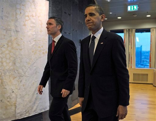 US President Barack Obama walks with Norwegian Prime Minister Jens Stoltenberg, left, before their bilateral meeting in the Prime Minister's Office in Oslo, Norway, Thursday, Dec. 10, 2009. (AP Photo/Susan Walsh)