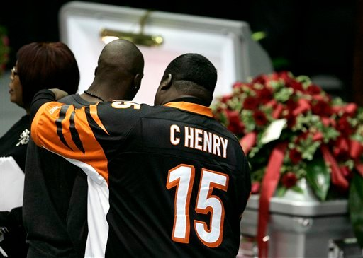 Cincinnati Bengals wide receiver Chad Ochocinco, second from left, is comforted while viewing teammate Chris Henry before a memorial service in Westwego, La., Tuesday, Dec. 22, 2009. (AP Photo/Patrick Semansky)