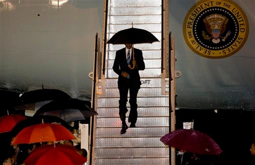U.S. President Barack Obama walks down the steps from Air Force One upon his arrival at Wattay International Airport in Vientiane, Laos, Monday, Sep 5, 2016. Obama will be meeting the leaders of the Association of Southern Asian Nations (ASEAN) at a summi