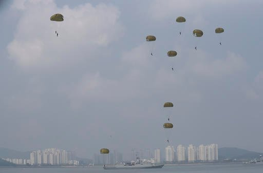 South Korean soldiers parachute down at the 66th Incheon Landing Operations Commemoration ceremony.