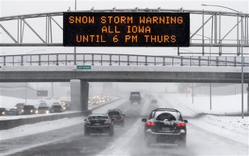 Motorists make there way on a snow-covered Interstate 235 during rush hour, Wednesday, Jan. 6, 2010, in Des Moines, Iowa. (AP Photo/Charlie Neibergall)