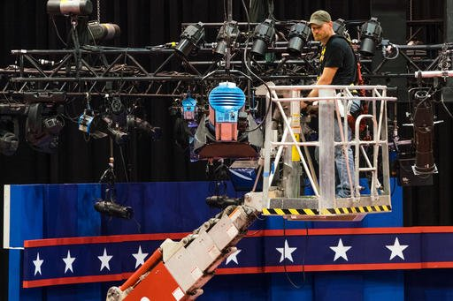 A technician examines the lighting grid as preparations continue for Monday's first debate presidential.