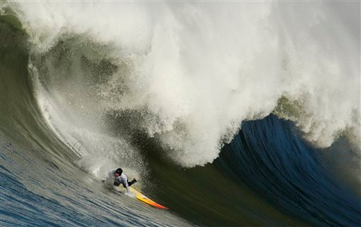 """Darryl """"Flea: Virostko loses on a giant wave during the first heat of the Mavericks surf contest on Saturday, Feb. 13, 2010, in Half Moon Bay, Calif. (AP Photo/Ben Margot)"""