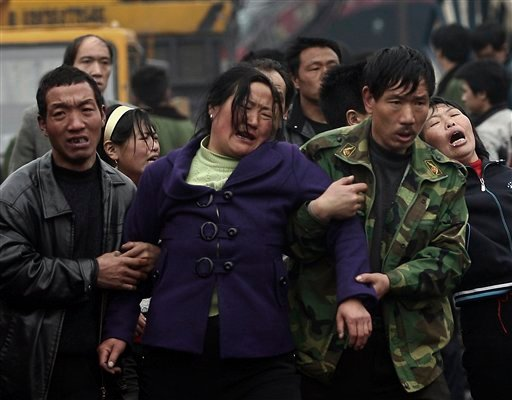 Relatives of mine worker weeps at the Wangjialing coal mine in Xiangning township, Shanxi province, about 650 kilometers (400 miles) southwest of Beijing, Tuesday, March 30, 2010. (AP Photo)