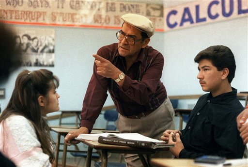 This March 16, 1988 file photo shows Jaime Escalante, center, teaching math at Garfield High School, in Los Angeles. Escalante died Tuesday March 30, 2010. He was 79. (AP Photo, File)
