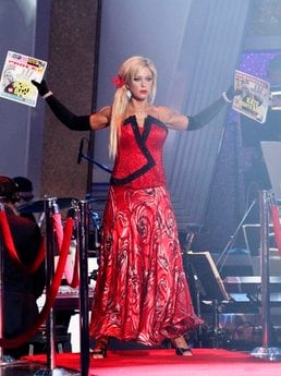 In this publicity image released by ABC, Kate Gosselin is shown ... AP Tue Apr 6, 7:05 PM ET Prev 4 of 8 Next  In this publicity image released by ABC, Kate Gosselin is shown on 'Dancing with the Stars,' Monday, April 5, 2010 in Los Angeles.