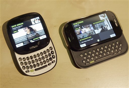 Microsoft introduces the Kin 1, left, and Kin 2, right, two new social messaging phones during a news conference in San Francisco, on Monday, Apr. 12, 2010. (AP Photo/ Tony Avelar)