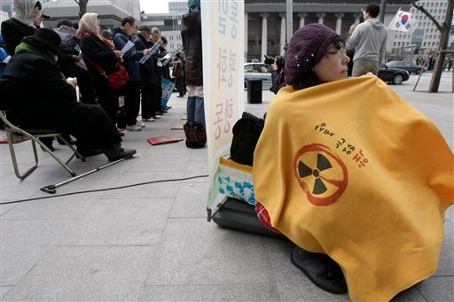 A South Korean activist participates in a rally opposing President Barack Obama's Nuclear Posture near the U.S. Embassy in Seoul, South Korea, Tuesday, April 13, 2010. (AP Photo/Ahn Young-joon)