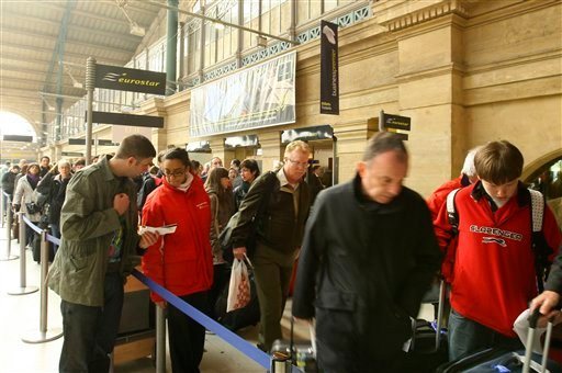 People queue at the Eurostar train check-in desk at the Gare du Nord train station in Paris, Friday April 16, 2010.  (AP Photo/Jacques Brinon)