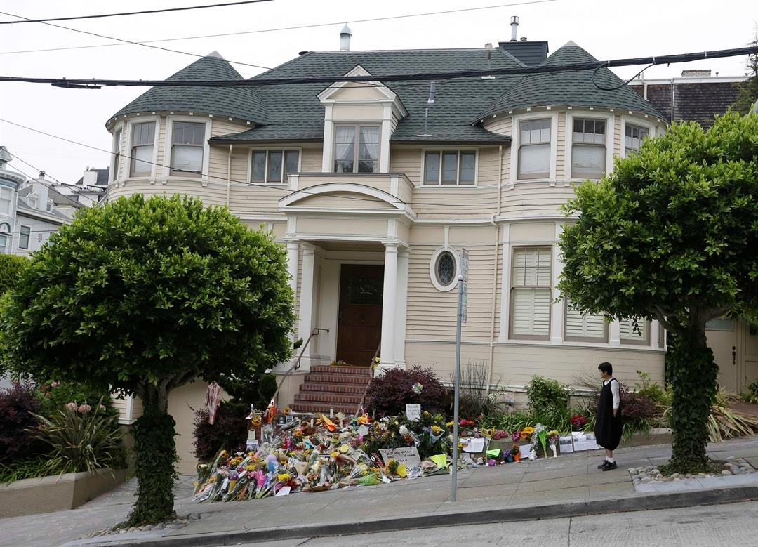 """The iconic """"Mrs. Doubtfire"""" house, which served as a temporary shrine to Williams after his suicide in 2014, has sold for $4.15 million. (AP Photo/Eric Risberg, file)"""