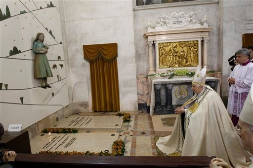 Pope Benedict XVI prays in front of the tombs of the shepherd children at the end of a mass at Fatima's sanctuary, Thursday, May 13, 2010. (AP Photo/Stefano Rellandini, Pool)