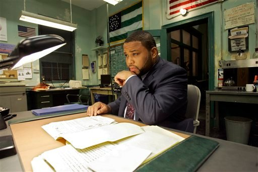 """In this April 28, 2008 file photo, actor Anthony Anderson, who portrays Det. Kevin Bernard on the NBC """"Law & Order"""" television series, is shown in the squad room set at New York's Chelsea Piers, Monday April 28, 2008. (AP Photo/Richard Drew, file)"""