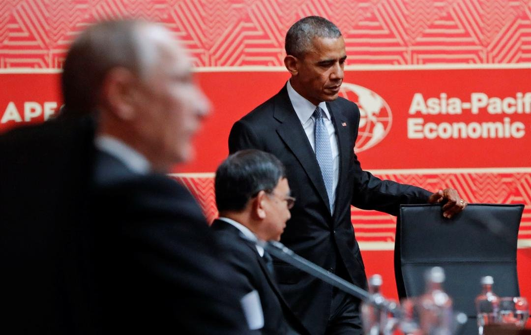 U.S. President Barack Obama, right, takes his seat at the opening session of the Asia-Pacific Economic Cooperation (APEC) in Lima, Peru, Sunday, Nov. 20, 2016. (AP Photo/Pablo Martinez Monsivais)