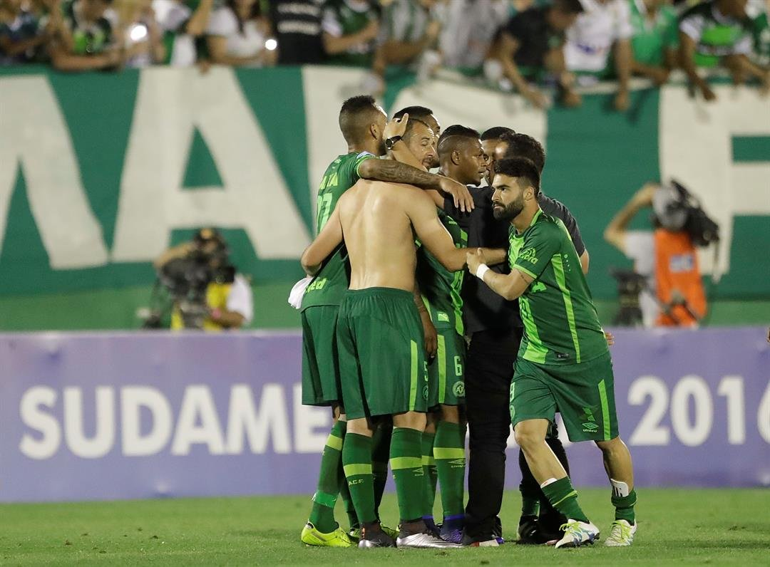 Players of Brazil's Chapecoense celebrate at the end of a Copa Sudamericana semifinal soccer match against Argentina's San Lorenzo in Chapeco, Brazil, Wednesday, Nov. 23, 2016. The match ended 1-1 on aggregate and Chapecoense classified and moved to the f