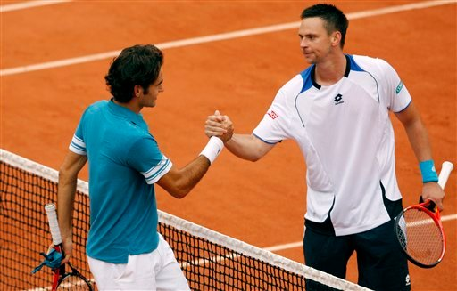 Switzerland's Roger Federer, left, shakes hands with Sweden's Robin Soderling after being defeated in a quarter final match for the French Open tennis tournament at the Roland Garros stadium in Paris, Tuesday, June 1, 2010. (AP Photo/Christophe Ena)