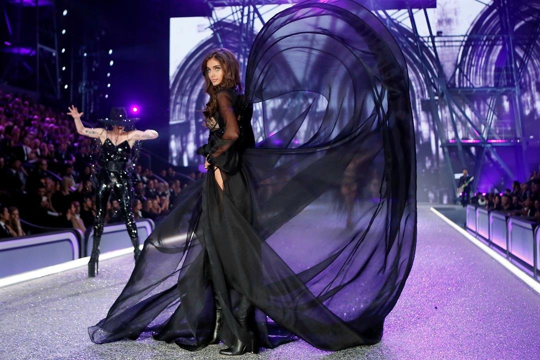 Model Taylor Hill presents a creation during the Victoria's Secret Fashion Show inside the Grand Palais, in Paris, Wednesday, Nov. 30, 2016. AP