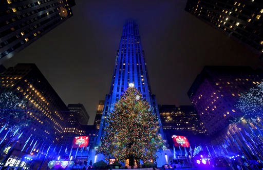 he Rockefeller Center Christmas Tree stands lit, Wednesday, Nov. 30, 2016, in New York.