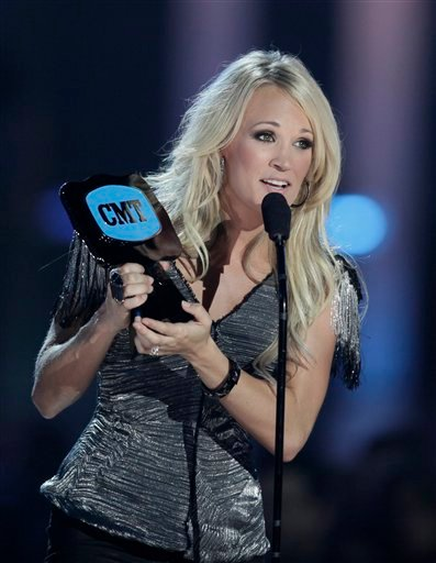 "Carrie Underwood accepts the ""Video of the Year"" award at the 2010 CMT Awards in Nashville, Tenn. Wednesday, June 9, 2010. (AP Photo/M. Spencer Green)"