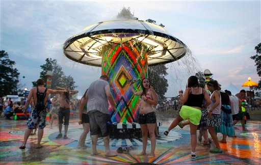 Music fans cool off in a fountain at the Bonnaroo Music and Arts Festival on Friday, June 11, 2010 in Manchester, Tenn. (AP Photo/Mark Humphrey)