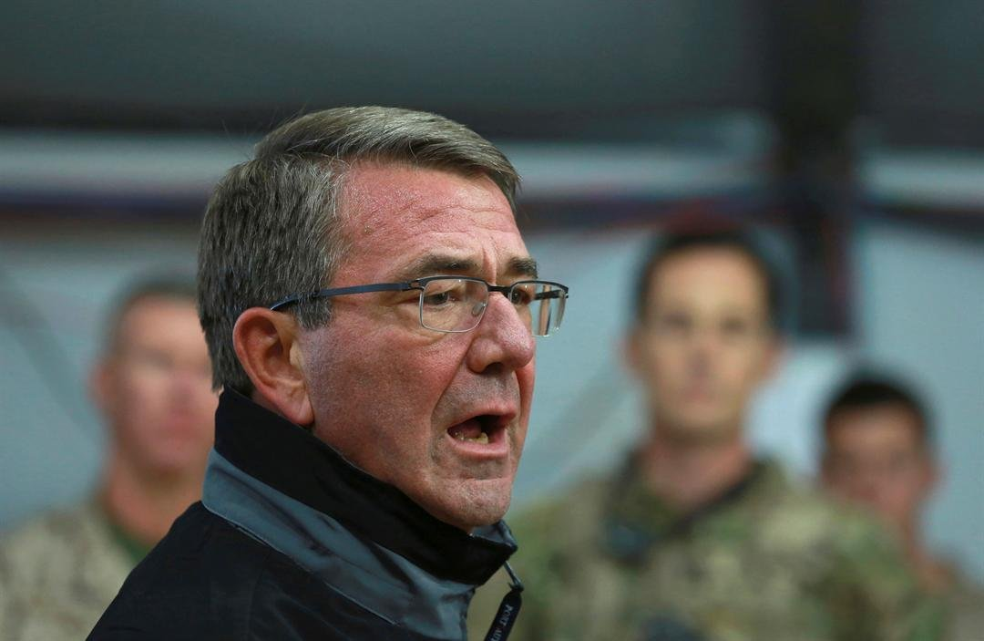 U.S. Defense Secretary Ash Carter speaks to Iraqi and U.S. soldiers at the Qayara air base, that serves as a staging point for the Mosul battle, south of Mosul, Iraq Dec. 11, 2016. (AP Photo/Hadi Mizban)
