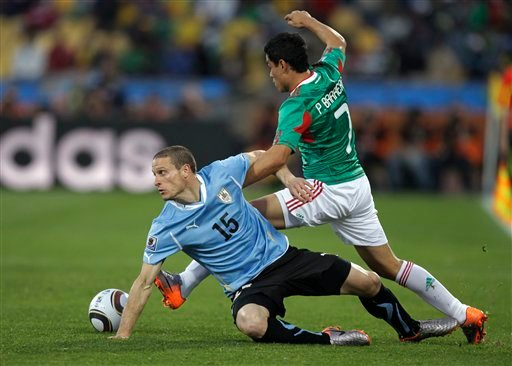 Mexico's Pablo Barrera, right, and Uruguay's Diego Perez vie for the ball during the World Cup group A soccer match between Mexico and Uruguay at Royal Bafokeng Stadium in Rustenburg, South Africa, on Tuesday, June 22, 2010. (AP Photo/Matt Dunham)